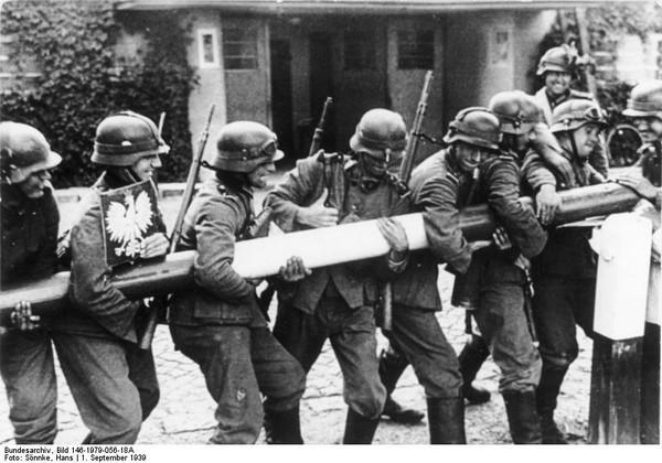 Bundesarchiv Bild 146-1979-056-18A, Polen, Schlagbaum, deutsche Soldaten.jpg